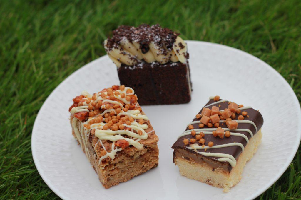 Flapjack, brownie, millionaire's shortbread
